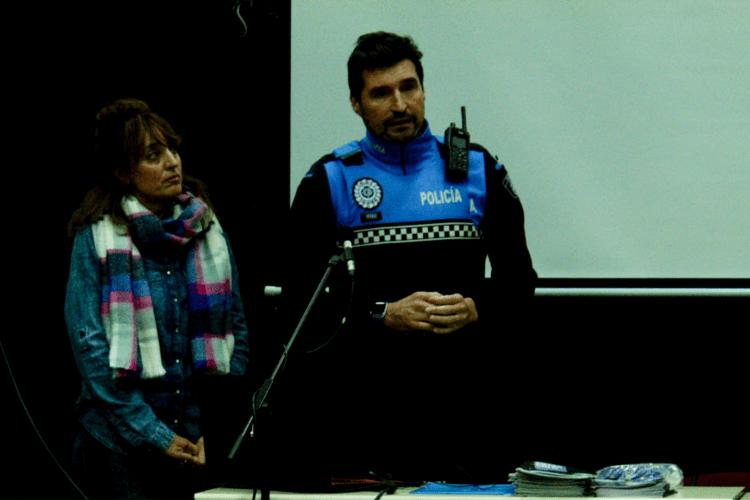 Una abogada especialista y un policía ofrecen una conferencia en Aceimar sobre la Violencia de Género